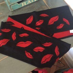 Diane Von Furstenberg - Red/ Black Lip Scarf
